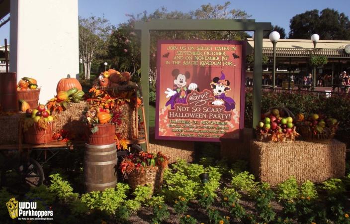Sunday Photo Story - Halloween on Main Street USA | WDW Parkhoppers